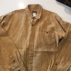Patagonia men's large shirt excellent condition.